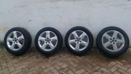 Pneus Pirelli aro 16 ///95 porcento de borracha com as roda do Golf