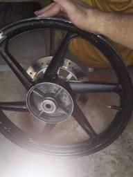 Rodas liga leve com freio a disco e pinça