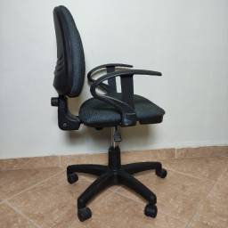 Cadeira giratória para escritório usada em bom estado