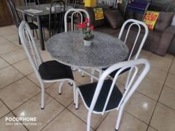 mesa redonda 04 cadeiras. nova