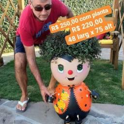 Vaso gigante de boneca