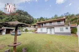 Chácara com 3000m², rica em água, com mina dentro da propriedade, piscina, área gourmet