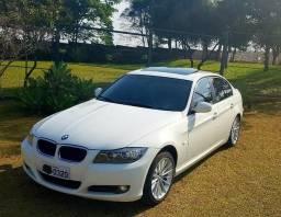 BMW 320 i Versão TOP 2011 c/ Teto Solar - Baixa KM - 2011