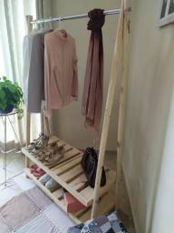 Arara para roupas em madeira de pinus cru desmontável