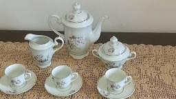 Jogo de café de porcelana real antigo com seis peças desenhos florais