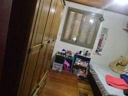 Alugo quarto mobiliado. 550