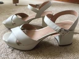 Sandália meia-pata em couro