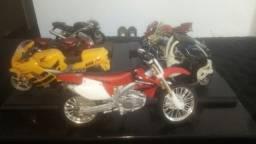 Motos em miniatura antigas
