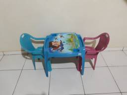Mesa infantil  com 2 cadeiras 120 reais