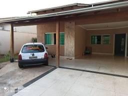 Casa com Alto Padrão de 3 Quartos e Varanda Gourmet Completa - Moinho Do Ventos