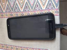 Celular Moto e 5 play sem detalhes.400,00