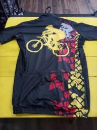 Camiseta ciclista adulto dry fit C/ziper e Bolso atras 75.00 novas