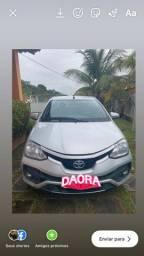 Toyota Etios 1.5 2018 Sedã / Prata / Automático