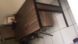Mesa para escritório com cadeira