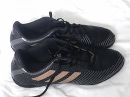 Vendo chuteira Society Adidas nova,  número 42.