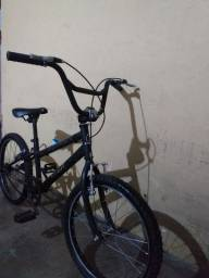 Bicicleta Caloi infantil Preta, aro 20 . Está andando.
