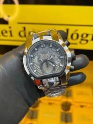 Título do anúncio: Relógio invicta Zeus Magnum prata novo