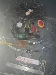 Lote de ferramentas usadas e 2 torneiras
