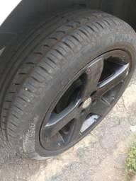 Rodas 17 com pneus ótimos!