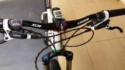 Bicicleta aro 29 Oggi wing quadro importado