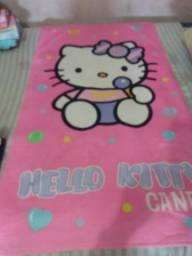 Chinelos menina t:21/22 junto com toalha grande da Hello kitty tudo por R$20,00