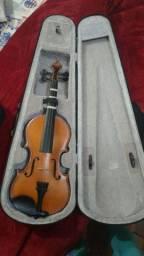 Violino em boas condições