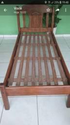 Cama de madeira seminova