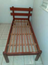 Cama de madeira