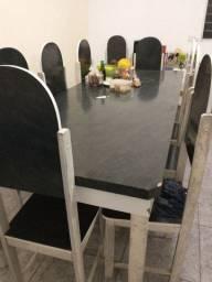 Mesa de madeira com 10 cadeiras