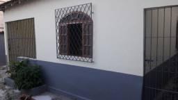 Alugo casa em Bairro República 3 quartos