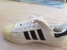 Tênis da Adidas  superstar branco.