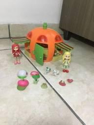 Casinha de boneca e bonecas da moranguinho