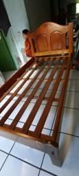Cama de madeira solteiro