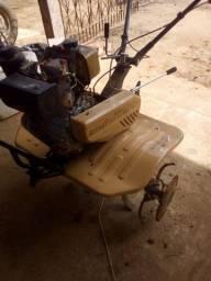 Motocultivador/ Trator