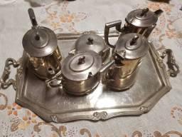 Jogo de chá com 5 peças, mais a bandeja, tudo de prata pura
