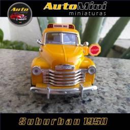 Miniatura Chevrolet Suburban 1950, em Fortaleza-Ceará