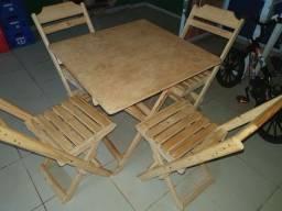 Mesas e cadeiras de madeira r$250.00