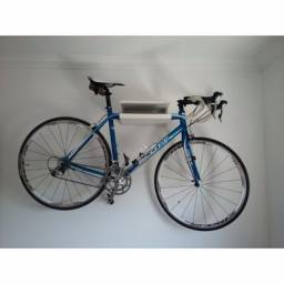 Suporte em MDF para bicicleta, tenis e capacete R$ 50,00