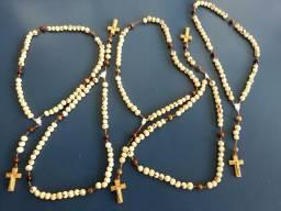 Terços de Semente com Crucifixo ou Tau em madeira
