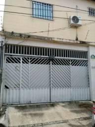 Casa com 300 m² com 3 suítes com armários e 2 vagas de garagem por R500 mil