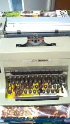 Máquina de escrever Olivetti linea88