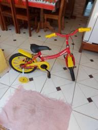 Bicicleta infantil  de 5 a 7 anos.