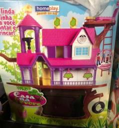 Casa na árvore de brinquedo