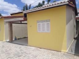Aluga-se uma casa condomínio fechado com 04 casas