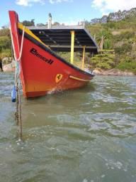 Barco de pesca e passeio