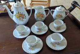 #RELIQUIAS<br>Lindo jogo de chá em perfeito estado porcelanato<br>Pazzani muito lindo