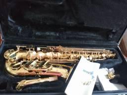 Vendo um saxofone júpiter