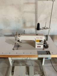Máquina de costura reta
