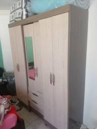 Guarda roupas semi-novo 6 portas 3 gavetas com espelho
