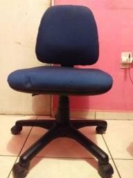 Cadeira para escritório semi nova